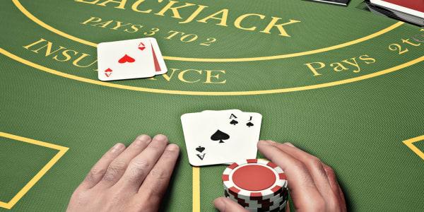 知道区别:二十一点与扑克!
